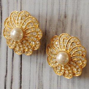 vintage gold tone rhinestone pearl flower earrings